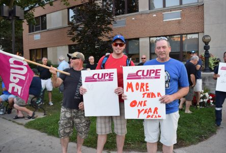 CUPE protest at City Council meeting