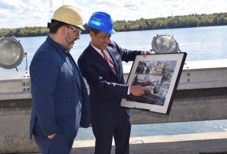 U.S. and Canadian representatives meet on Moses Saunders Dam