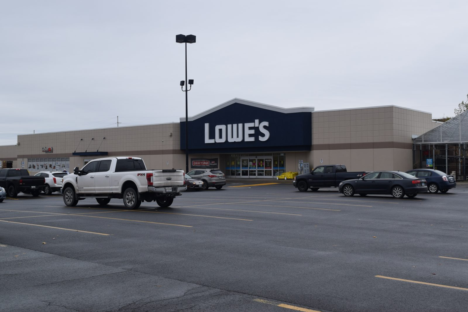 Cornwall Lowes not one of 31 Canadian stores slated for closure
