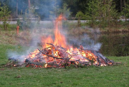 South Stormont implements burn ban