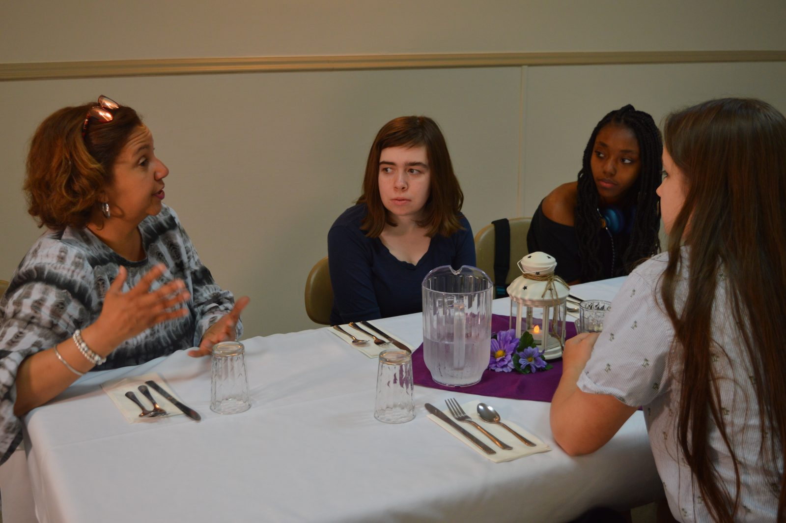 Students enjoy dinner with Mayor Clement