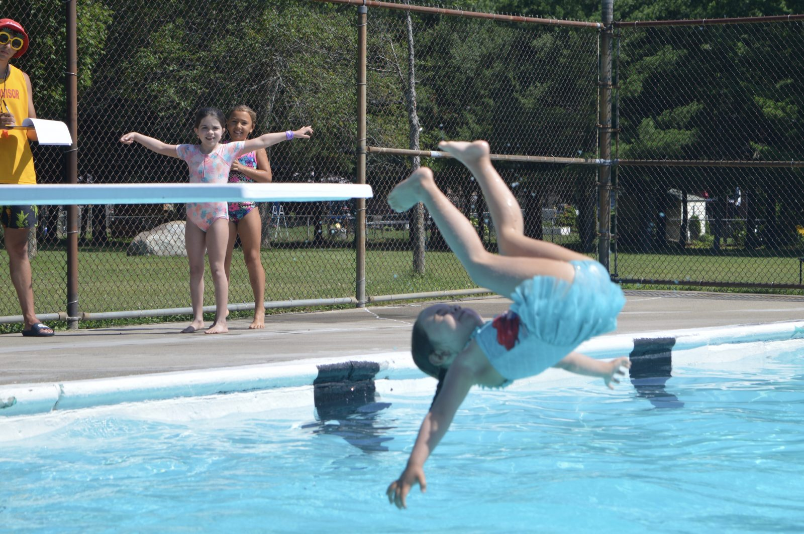 Splashing into summer at diving competition