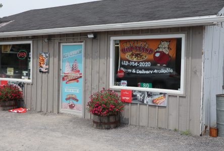 Fat Les's, Finch, Ontario