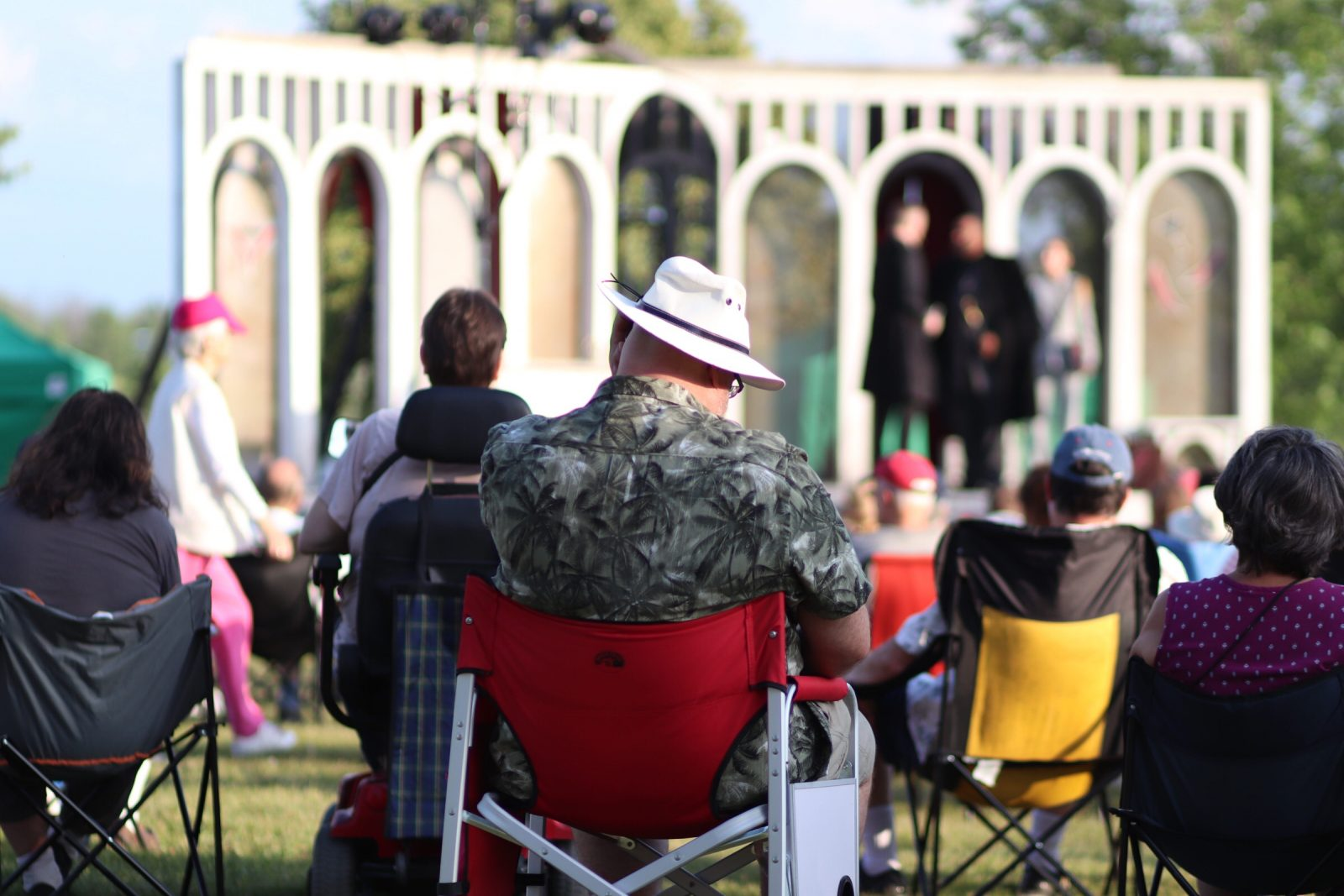 Lamoureux Park gets Elizabethan with Shakespeare in the Park