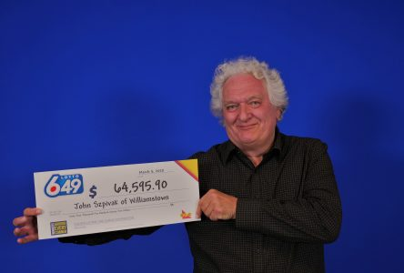 Williamstown man wins 6/49 second prize