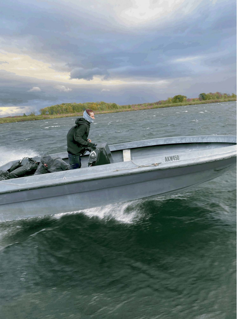 Suspects flee RCMP in boat