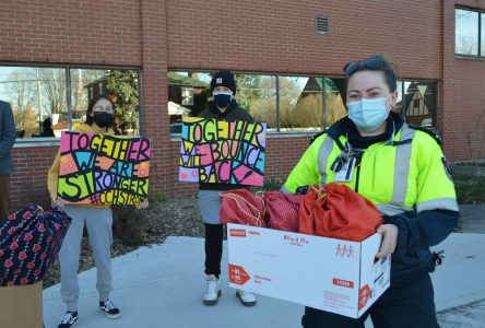 CCVS students show support to paramedics