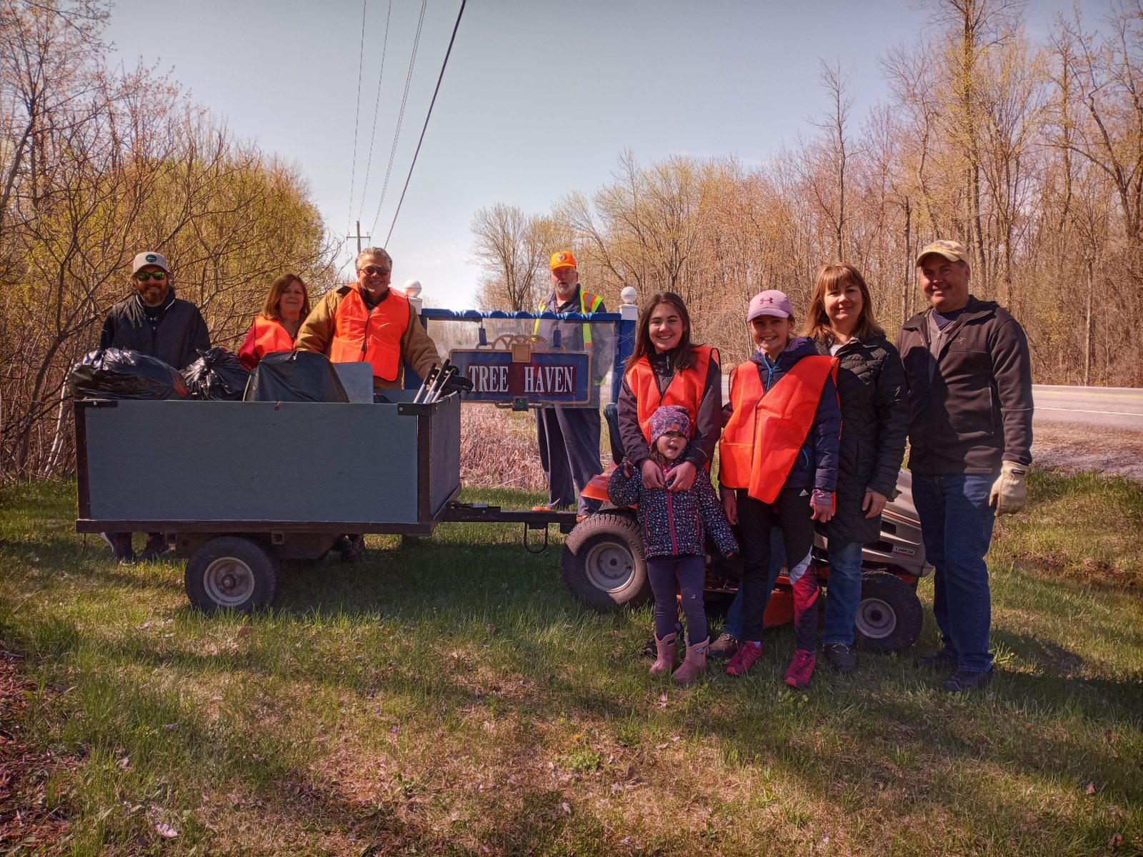 Tree Haven Rd. residents pitch-in to keep community clean